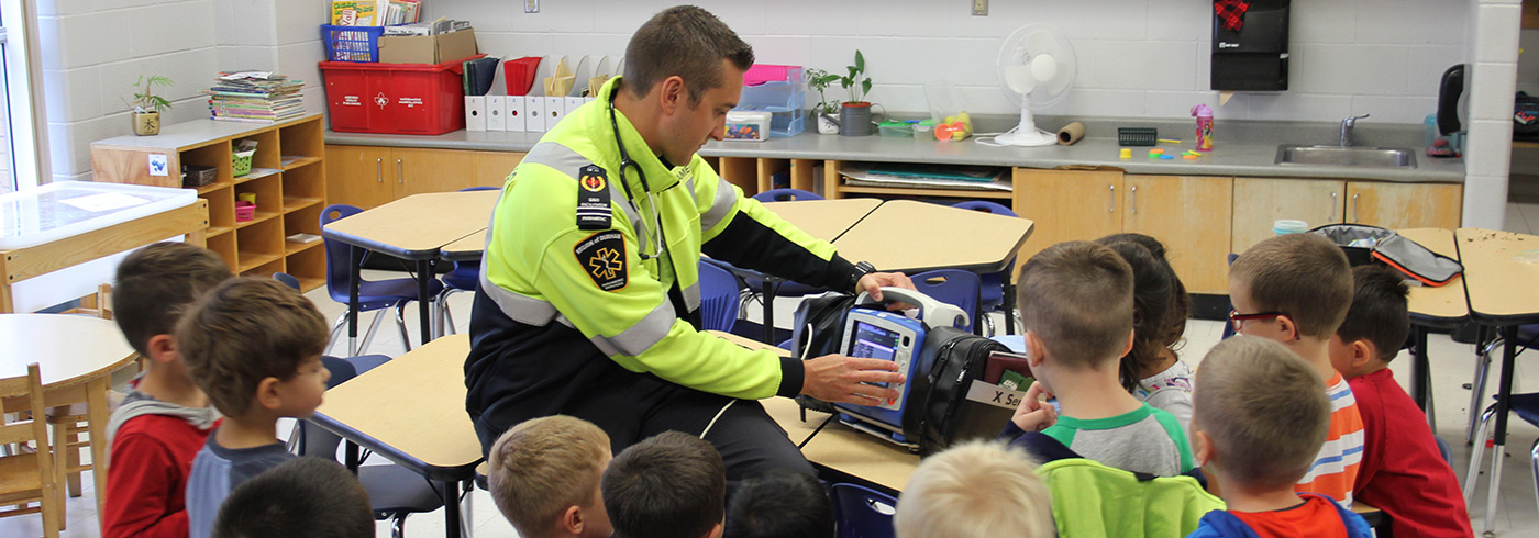 Durham Region paramedic educating a children at school.